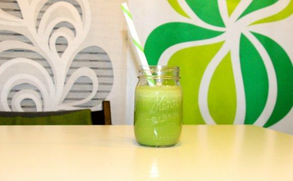 Зеленый коктейль содержит
